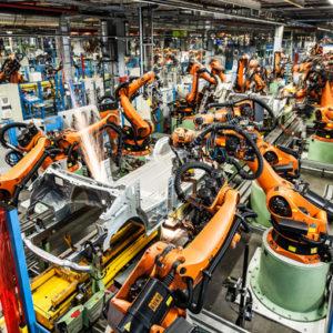 automatización de celdas y líneas de robots: soldadura, clinchado, aplicación de adhesivos y sellantes, ensamblaje y unión de componentes y piezas, manipulación, robots colaborativos