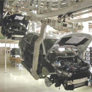 logística: líneas de transporte y manutención para automatizar el flujo de piezas a los procesos de fabricación